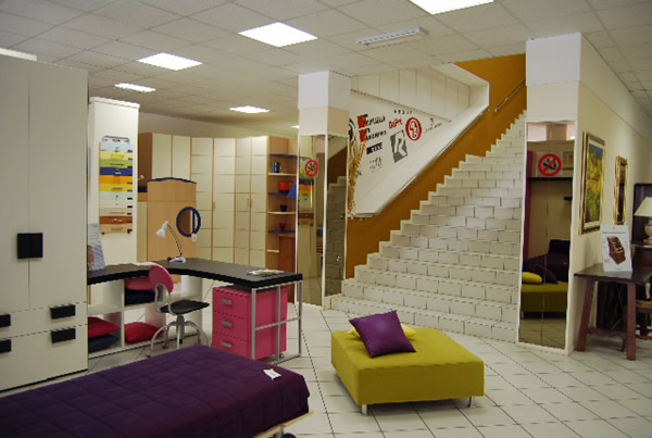 Mobili gala negozio di arredamento for Semplice casa con 3 camere da letto piani kerala